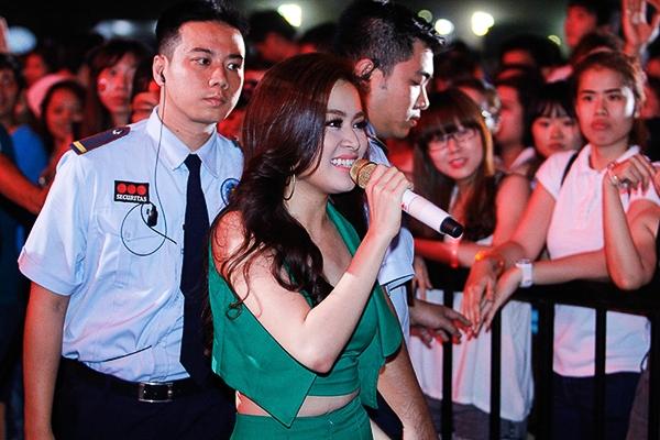 """Hoàng Thùy Linh gây """"náo loạn"""" tại YAN Beatfest - Tin sao Viet - Tin tuc sao Viet - Scandal sao Viet - Tin tuc cua Sao - Tin cua Sao"""