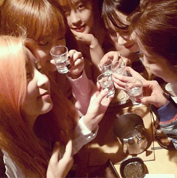 4minute khoe hình cùng nhau uống soju