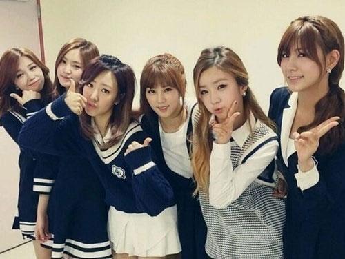 """A Pink khoe hình cảm ơn các fan đã ủng hộ nhóm: """"Cám ơn Inkygayo. Chúng tôi đã được no.1. Cám ơn Panda nhiều"""""""