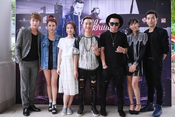 Dàn Sao trẻ tại Hà Nội đến chúc mừng Justa Tee