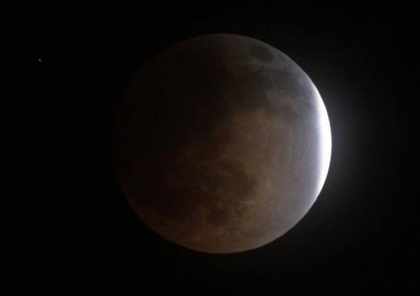 Mặt trăng máu mở màn bộ tứ nguyệt thực trong 18 tháng