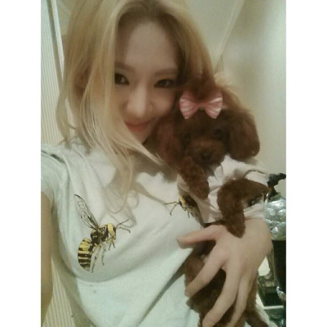 Hyoyeon khoe hình bên chú cún cưng cực dễ thương