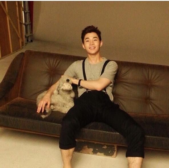 Henry (Super Junior M) đăng tải hình ảnh đầu tiên chính thức chơi Instagram