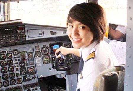 Nữ cơ phó Airbus 330 Nguyễn Kim Châu. Ảnh: ANTG.
