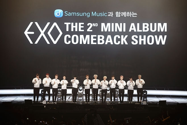 Fan EXO gặp sự cố không may trong showcase
