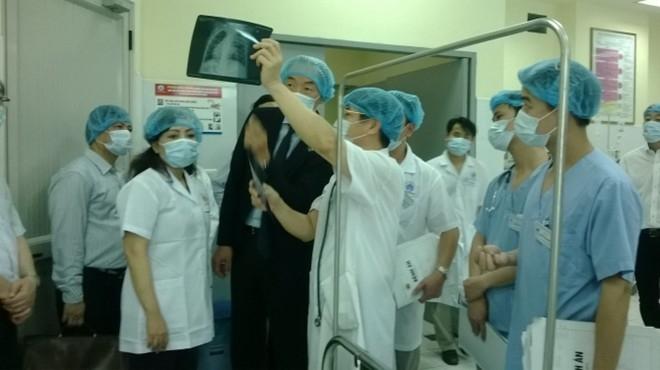 Bộ trường Y tế thị sát BV Nhi Trung ương sáng 16/4 và bất ngờ chứng kiến thêm một trường hợp tử vong.