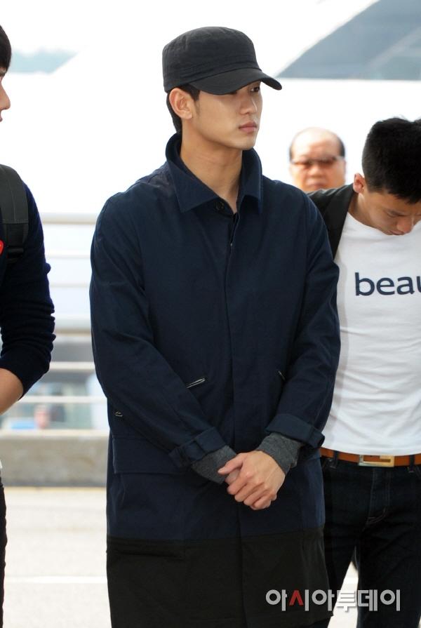 [Airport Style] Kim Soo Hyun không giấu được sự đau buồn tại sân bay Incheon