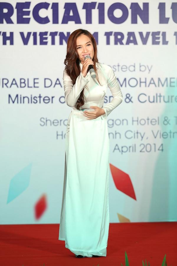 Ái Phương được Bộ trưởng Du lịch Malaysia khen ngợi - Tin sao Viet - Tin tuc sao Viet - Scandal sao Viet - Tin tuc cua Sao - Tin cua Sao