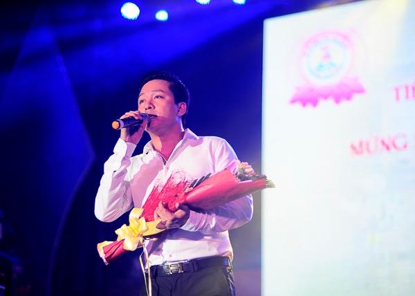 Tuấn Hưng cùng dàn Sao Việt quyên góp 2,6 tỷ tiền từ thiện