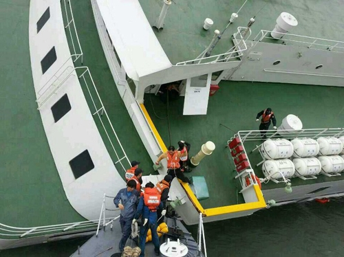 Cập nhật vụ chìm phà Hàn Quốc: Số người chết đã lên đến 64 người.