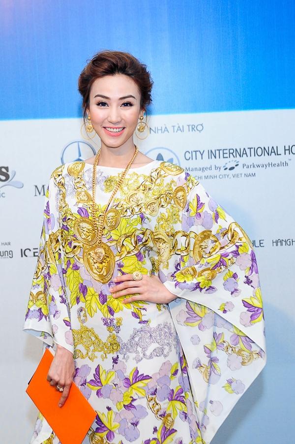 """Tham dự sự kiện còn có diễn viên Ngân Khánh, người vừa đoạt giải nhất cuộc thi """"Bước nhảy hoàn vũ"""" năm 2014."""
