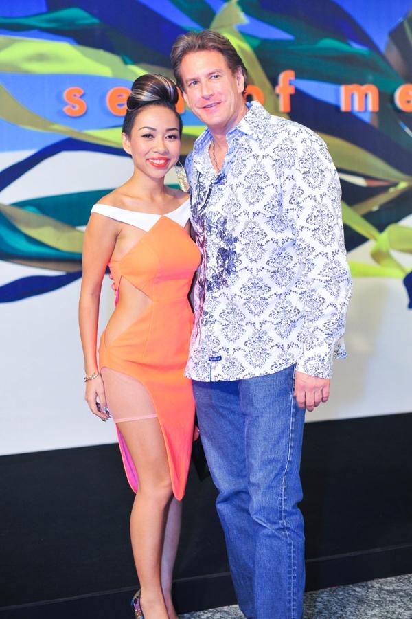 Thảo Trang cùng bạn trai cũng tham dự và chúc mừng Đỗ Mạnh Cường