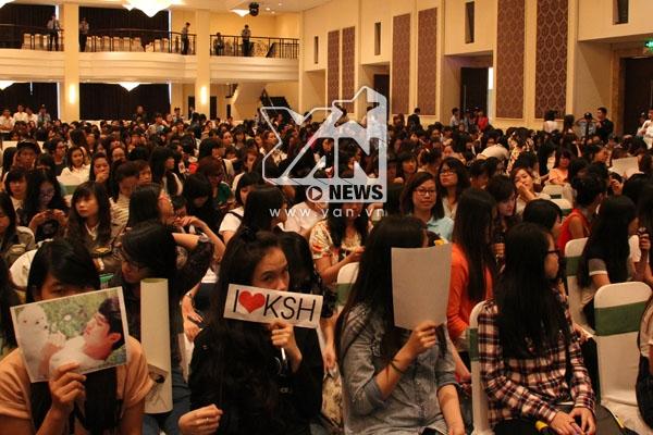Kim Soo Hyun được hàng ngàn fan Việt đón chào nồng nhiệt