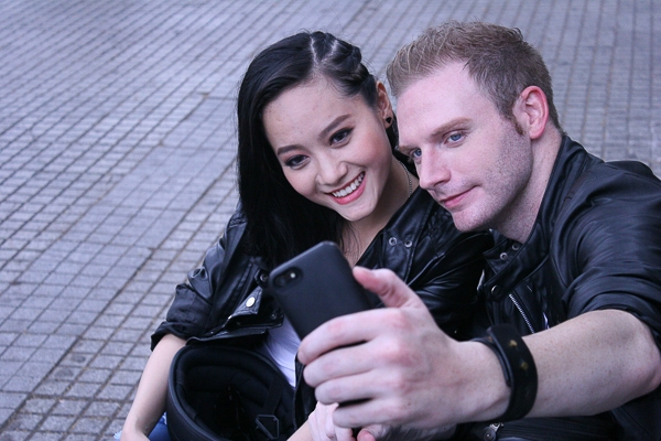 Kyo York tự sướng và hôn gái Việt trong MV mới