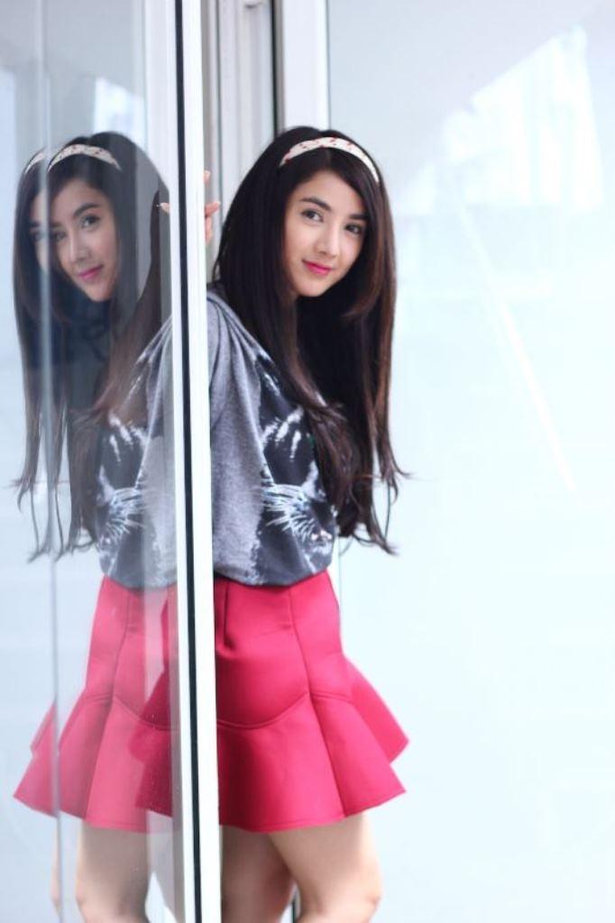 Hình ảnh xinh đẹp và kiêu kỳ của hotgirl Ngọc Ly (Linh Napie thủ vai) trước  khi lao vào học hành thi cử