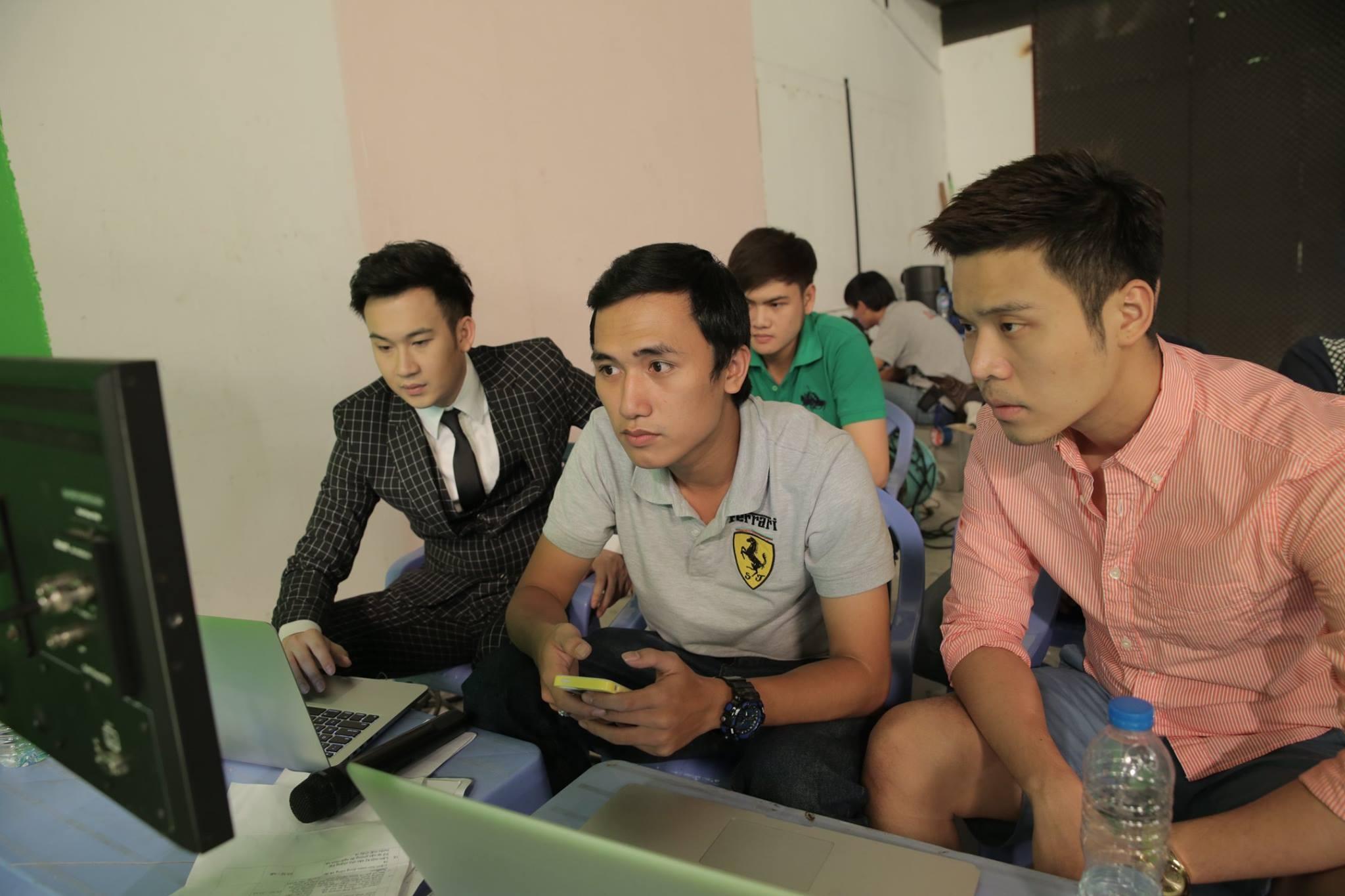 Đạo diễn Nguyễn Chung (giữa) cùng Dương Triệu Vũ và producer Lâm Thành Kim - Tin sao Viet - Tin tuc sao Viet - Scandal sao Viet - Tin tuc cua Sao - Tin cua Sao