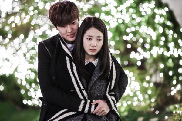 Muôn kiểu ôm từ sau lưng trong phim Hàn
