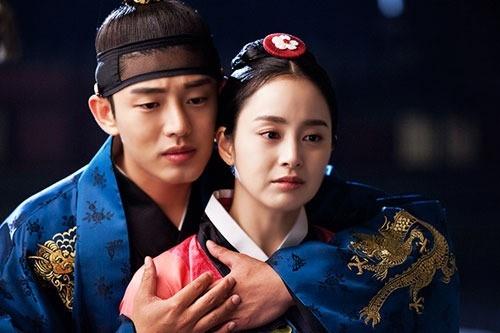 Yoo Ah In và Kim Tae Heetrong Jang Ok Jung