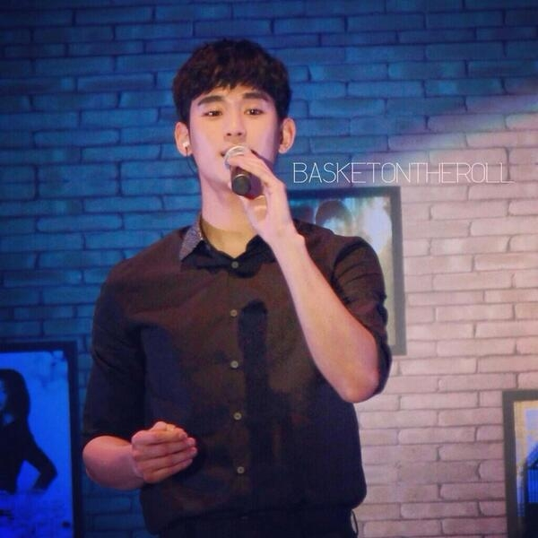 Fan Singapore mê mẩn với giọng hát của Kim Soo Hyun