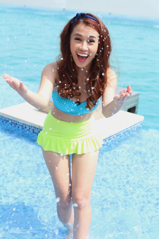 Ngọc Thảo diện bikini quậy tưng bừng giữa trời oi bức