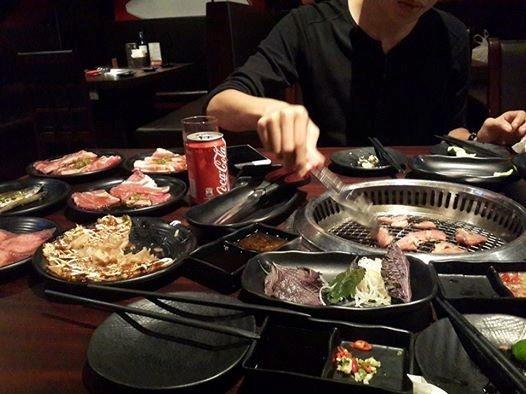 Hot girl Hà Lade và người yêu là Ứng Duy Kiên ăn tối tại cửa hàng Nhật Bản trong tối ngày 30/4. - Tin sao Viet - Tin tuc sao Viet - Scandal sao Viet - Tin tuc cua Sao - Tin cua Sao