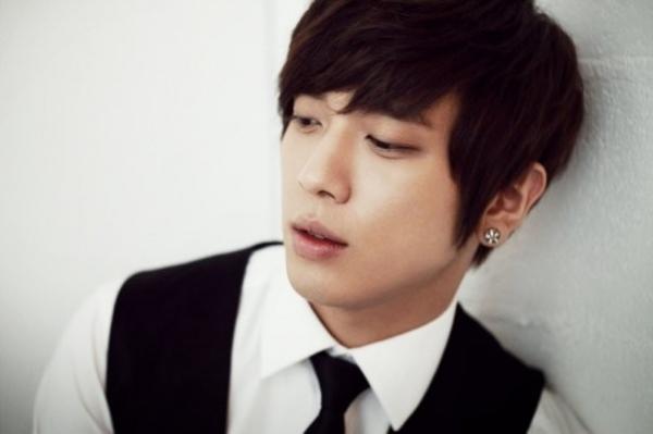 Jung Yong Hwa (CN Blue)