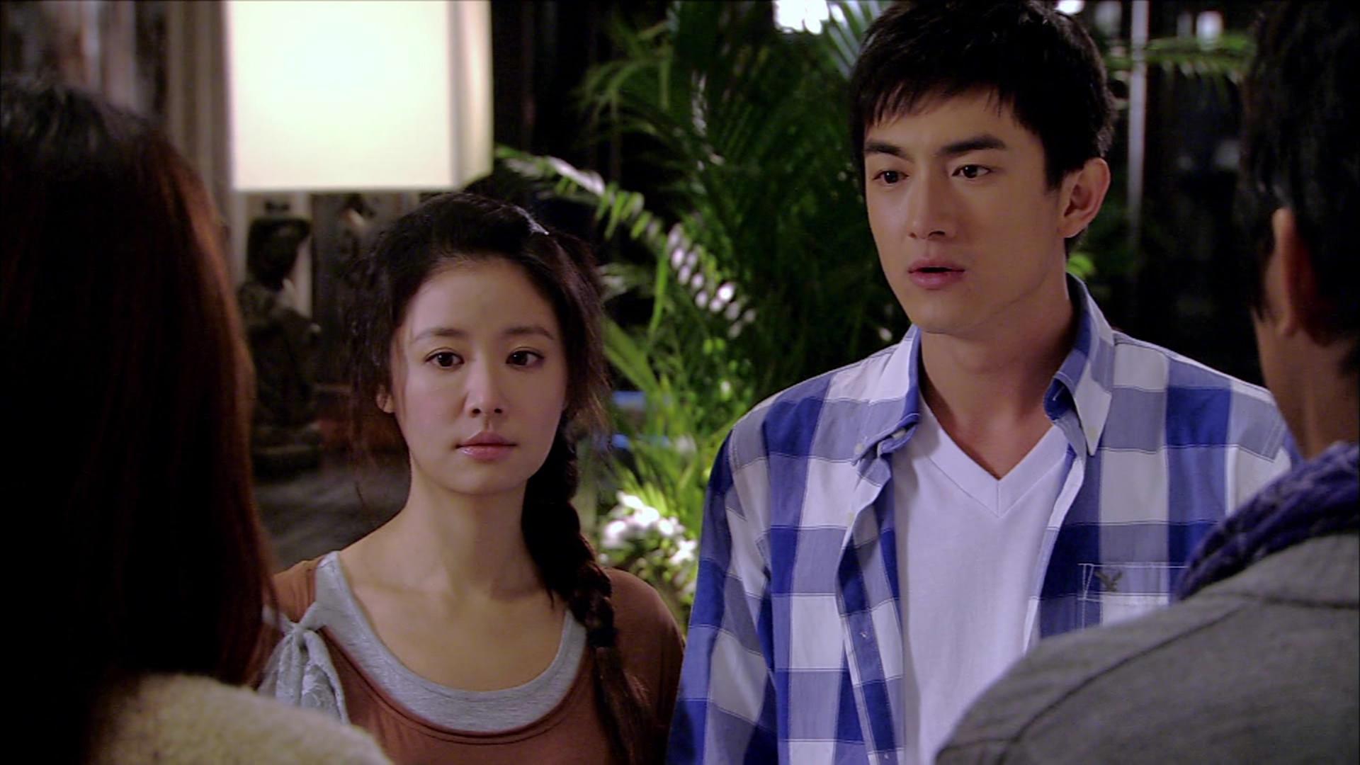 Đống Thiếu Thiên luôn chấp nhận làm cậu em trai bên cạnh giúp đỡ Minh Minh và cố giấu đi tình cảm dành cho cô biên kịch 30 tuổi này