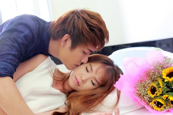 """Khởi My bị nhóm La Thăng """"hôn tới tấp"""" trong MV mới - Tin sao Viet - Tin tuc sao Viet - Scandal sao Viet - Tin tuc cua Sao - Tin cua Sao"""