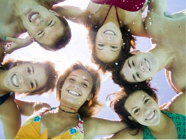 Thỏa sức quậy phá với 31 ý tưởng chụp ảnh bất khả thi cùng nhóm bạn thân