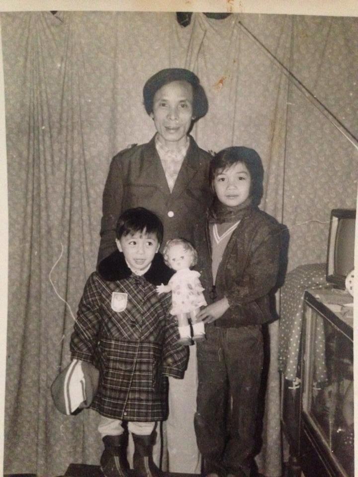 Minh Vương M4U khoe hình ngày bé chụp cùng bố và chị gái