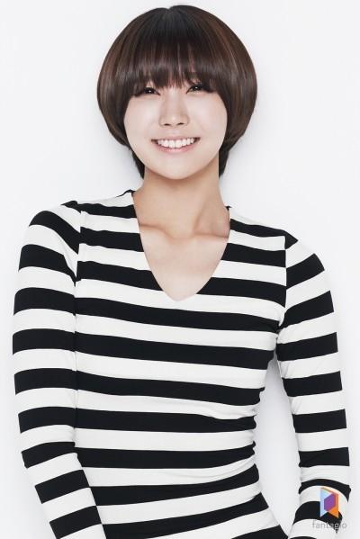 Thành viên Yooyoung của Hello Venus có vẻ già dặn hơn so với tuổi thật của mình. Không ai ngờ cô nàng chỉ mới 19 tuổi. Cô sinh ngày 23/1/1995