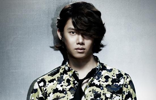 4.  KIM HEE CHUL (SUPER JUNIOR)