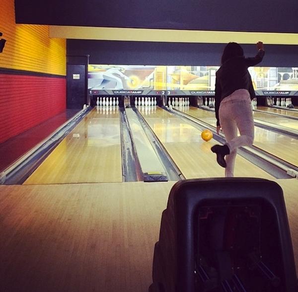 Kourtney Kardashian tự thưởng cho mình một buổi chơi bowling nhằm giải toả căng thẳng.