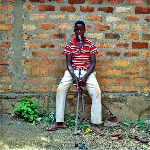 Nhà báo ảnh Michael Christopher Brown đã chụp bức ảnh này khi tác nghiệp tại Cộng Hòa Trung Phi. Smartphone là công cụ tác nghiệp chính của anh.