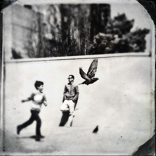 Tài khoản Instagram của Richard Koci Hernandez tràn ngập các bức ảnh đen trắng bí ẩn như bức ảnh này.