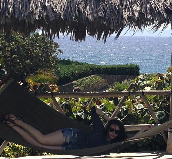 Kat Dennings đã tự thưởng cho mình một giấc ngủ trưa trong khung cảnh yên bình.