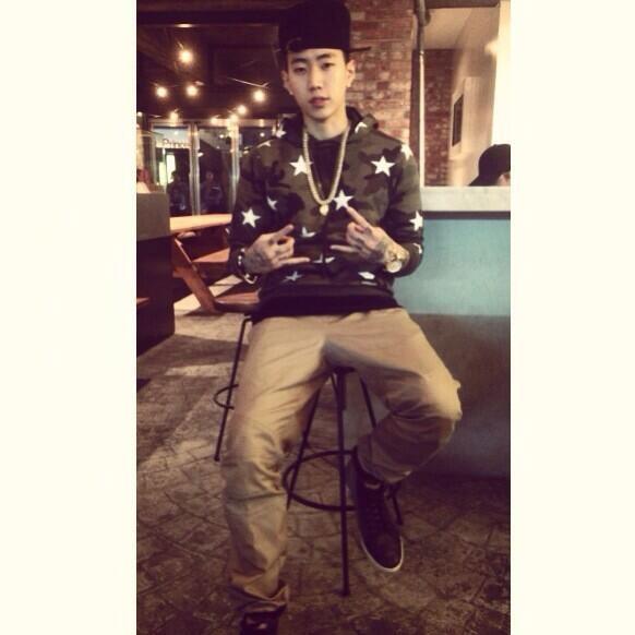 """Jay Park đăng tải hình với nội dung: """"Tôi đang bệnh...Trời lạnh quá"""""""