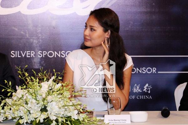 Hoa hậu Hương Giang đồng hành cùng trẻ em bị hở hàm ếch - Tin sao Viet - Tin tuc sao Viet - Scandal sao Viet - Tin tuc cua Sao - Tin cua Sao