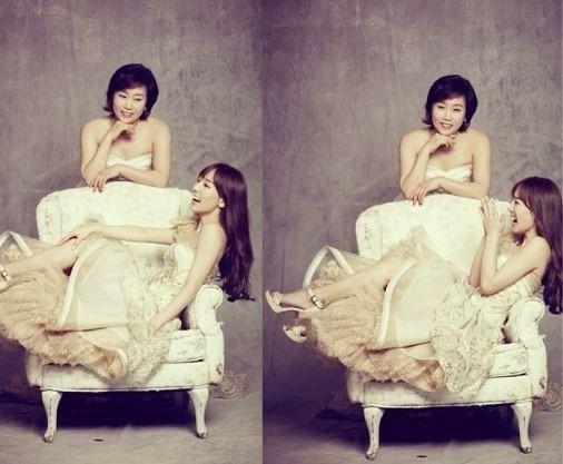 Trông Taeyeon và mẹ như hai chị em