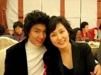 Ngắm loạt hình Sao Hàn hạnh phúc bên mẹ