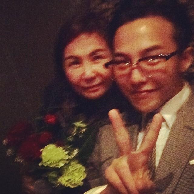 G-Dragon khoe ảnh chụp cùng mẹ nhân dịp Ngày của mẹ