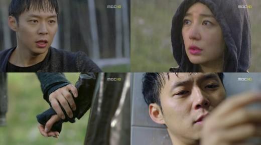Có rất nhiều cảnh mưa được sử dụng trong bộ phim I Miss You với sự diễn xuất tuyệt với của Yoochun và Yoon Eun Hye. Đây là một bộ phim buồn vì vậy cảnh hai nhân vật thuở bé đã chia sẻ cho nhau chiếc ô đã khiến khán giả vô cùng cảm động. 15 năm sau, Yoochun đã nhận ra Yoon Eun Hye là tình yêu mà anh đã đánh mất khi nhìn thấy cô đứng trong mưa.