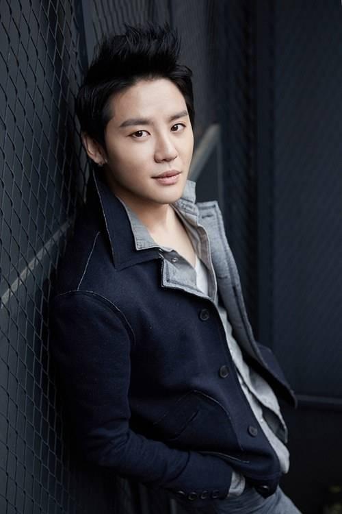 Dù chưa chắc chắn nhưng theo thông tin hành lang, Junsu cũng sẽ nhập ngũ vào năm nay. Nhưng dù thế nào anh ấy cũng phải cùng JYJ hoàn thành xong việc phát hành album vào tháng 6.