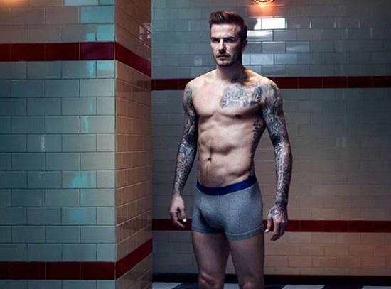 """David Beckham: Nam cầu thủ người Anh luôn hấp dẫn khán giả bởi những""""đường cong"""" nam tính. Anh cũng luôn là sự lựa chọn số 1 cho các tạp chí cũng như các hãng đồ lót danh tiếng."""