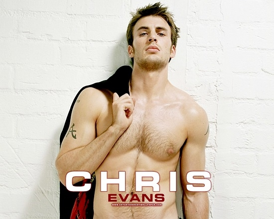 Chàng diễn viên của Captain America - Chris Evans từng khiến cho nhiều cô gái phải liêu xiêu với thân hình của mình.