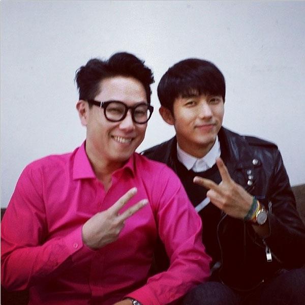 Seulong (2AM) khoe hình chụp với đàn anh Yoon Jung Shin