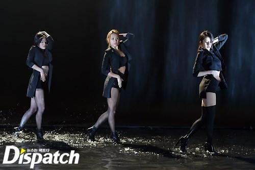 Jiyeon khoe đường cong nóng bỏng trong MV mới