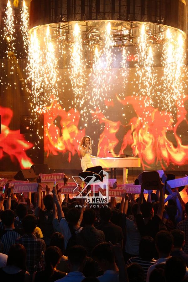 Mỹ Tâm đã đốt cháy sân khấu Vietnam Idol đúng nghĩa với hit Như một giấc mơ.