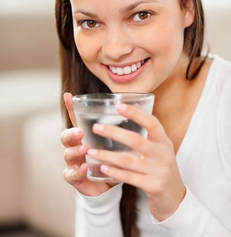 Luôn uống đủ nước hằng ngày và đi khám nếu nước tiểu của bạn xuất hiện những dấu hiệu này