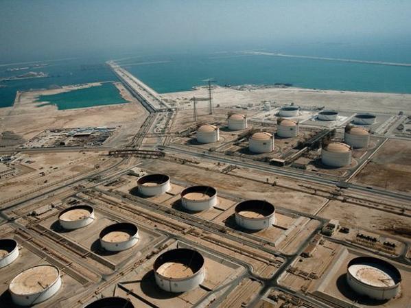 Dầu mỏ là nguồn tài nguyên quý của đất nước Qatar và đem lại cho họ cuộc sống sung túc.